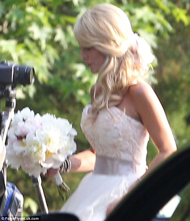 Love the lace: On the top part of her gown she had lace in light pink; on her wrist were several bangles