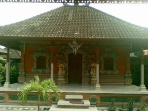 Gapura Candi Bentar (Rumah Adat Provinsi Bali)