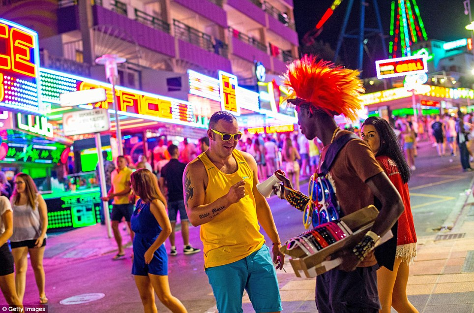 Carnage Magaluf is one of many companies offering bar crawls in Magaluf. On its website it advertises package deals that offer tourists a bar crawl and boat party