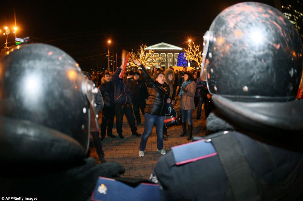 Demonstration: Pro-Russian supporters shout slogans to pro-Ukrainian demonstrators as they face riot policemen