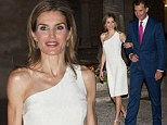 PALMA DE MALLORCA, SPAIN - AUGUST 07:  King Felipe VI of Spain and Queen Letizia of Spain attend a official reception at the Almudaina Palace on August 7, 2014 in Palma de Mallorca, Spain.  (Photo by Carlos Alvarez/Getty Images)