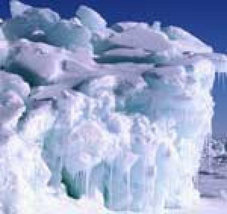 Vi lever just nu i en istid i den meningen att det finns glaciärer och inlandsis på olika platser på planeten, samtidigt som polerna är frysta. Med jämna mellanrum sker också nedisningar då istäcket breder ut sig ännu mer. Bild: Skylight