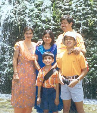 स्वाति, सुमन, अनन्य, सौमित्र और अनूप शुक्ल राकगार्ड्न चंडीगढ़ में जून २००४