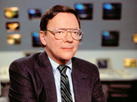 In this June 28, 1988 photo released by CBS, CBS News correspondent Bruce Morton poses on the set of the CBS news room in New York. Morton, an award-winning ...