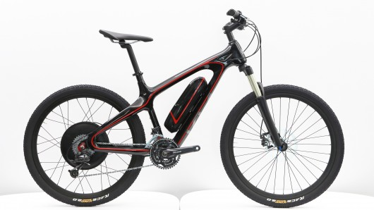 The MTB has RockShox 100 mm front forks, 26-inch wheels, weighs 20 kg, an electric top spe...
