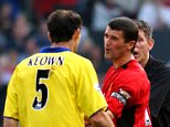 Manchester United's Roy Keane (r) tries to calm down Arsenal's Martin Keown