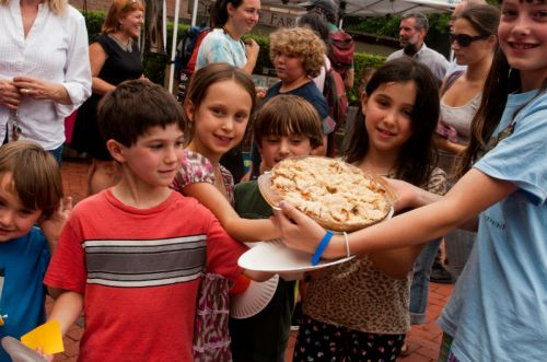 kids with their pie