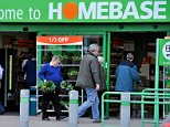 EASTER SHOPPING IN GARDEN CENTRES AND D.I.Y. STORES - SHOPPERS AT HOMEBASE CENTRE, ALTRINCHAM, CHESHIRE. . REXMAILPIX.