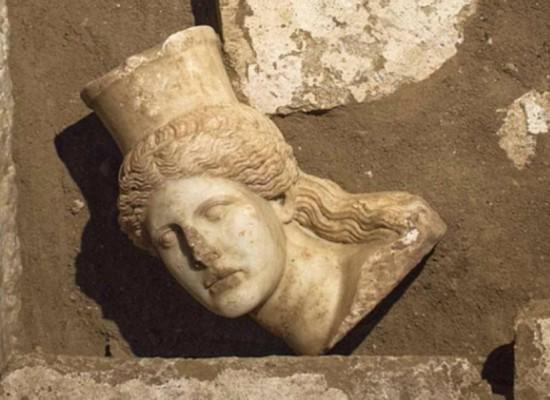 Αμφίπολη: Η ανασκαφική έρευνα αποκάλυψε το μαρμάρινο κεφάλι της Σφίγγας