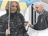 129247, EXCLUSIVE: Rachel McAdams carries her own umbrella as she arrives to set in her hometown of Toronto on her birthday. Toronto, Canada - Monday November 17, 2014. CANADA OUT Photograph: © O'Neill/Todd G, PacificCoastNews. Los Angeles Office: +1 310.822.0419 sales@pacificcoastnews.com FEE MUST BE AGREED PRIOR TO USAGE