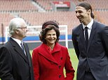 PARIS, FRANCE - DECEMBER 02:  Swedish King Carl XVI Gustaf (L) and Queen Silvia of Sweden (C) pose with Swedish soccer player Zlatan Ibrahimovic (R) during their visit of the Paris Saint Germain foundation at Parc des Princes stadium on December 02, 2014 in Paris, France.The Swedish royals are on a three-day official visit in France.  (Photo by Chesnot/Getty Images)