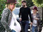 © LOOK PRESS AGENCY\\nCODE: SI-QUIM//ENR\\n*********EXCLUSIVE**********\\nBarcelona, 23rd November 2014\\nPREGNANT SHAKIRA AND PIQUE MEET MEXICAN BAND MANA FOR LUNCH IN BARCELONA.\\nAfter a touristic tour in Barcelona, Mexican rock band Maná met Shakira and Gerard Piqué in Barcelona for alunch together.\\nThe band of  Fernando Olvera,  Juan Calleros, Alejandro González and Sergio Vallín arrived in a van to the restaurant first, and after arrived Gerard Pique and the Colombian singer.\\nShakira and Pique looked happy, when hand on hand entered the restaurant and greeted their Mexican friends.\\nShakira in herlast pregnancy months, showed a big belly.