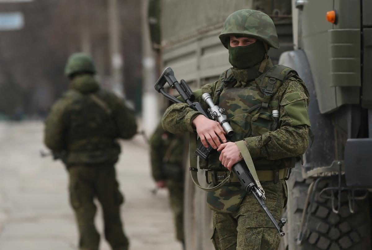 http://assets.nydailynews.com/polopoly_fs/1.1707193.1393689471!/img/httpImage/image.jpg_gen/derivatives/gallery_1200/russian-troops-ground-crimea.jpg