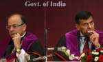 Finance Minister Arun Jaitley (L) and Reserve Bank of India (RBI) Governor Raghuram Rajan attend a convocation ceremony for students at a university in Mumbai January 9, 2015. REUTERS/Shailesh Andrade