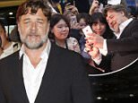 epa04568631 New Zealand-Australian actor and cast member Russell Crowe poses for photographs as he arrives for the premiere of 'The Water Diviner' at the Lotte cinema megabox theater in Seoul, South Korea, 19 January 2015.  EPA/KIM HEE-CHUL