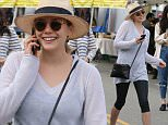 131459, Elizabeth Olsen enjoys a day out at the farmers market in LA. Los Angeles, California - Sunday January 18, 2015. Photograph: © David Tonnessen, PacificCoastNews. Los Angeles Office: +1 310.822.0419 sales@pacificcoastnews.com FEE MUST BE AGREED PRIOR TO USAGE