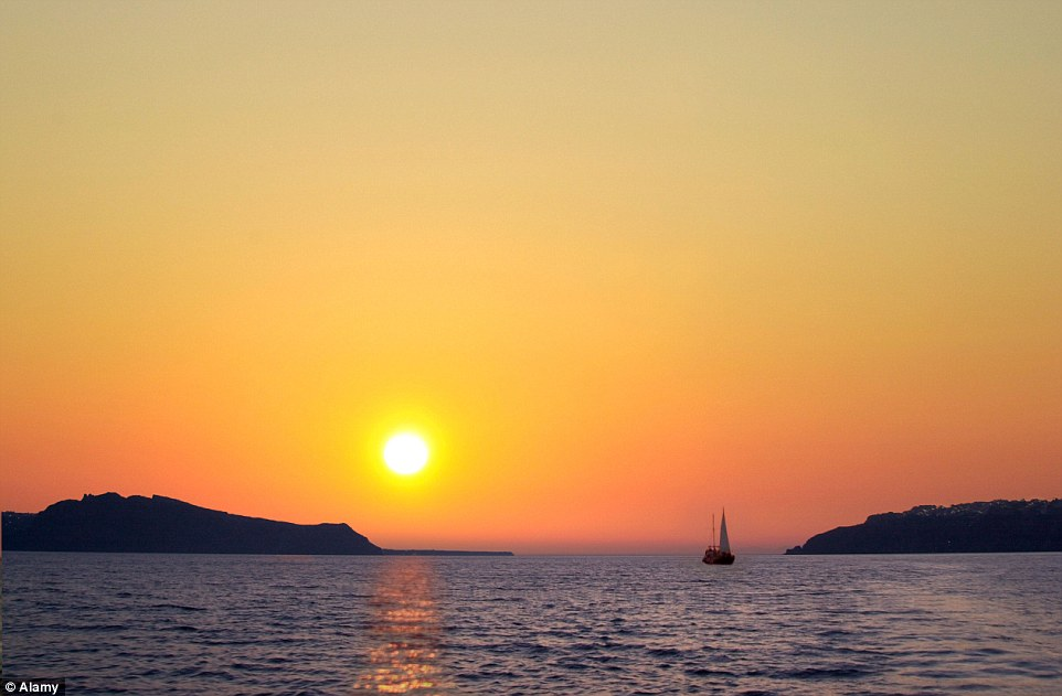 The stunning sunset in Santorini will leave a memory to cherish forever for loved-up couples, and will leave you wanting more