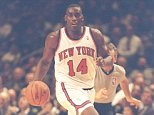 1995:  Forward Anthony Mason of the New York Knicks moves the ball during a game at Madison Square Garden in New York City, New York. Mandatory Credit: Simon Bruty  /Allsport