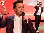 epa04640732 British singer Olly Murs holds his trophy for 'Best International Music' for during the 50th annual Goldene Kamera (Golden Camera) film and television award ceremony in Hamburg, Germany, 27 February 2015.  EPA/CHRISTIAN CHARISIUS