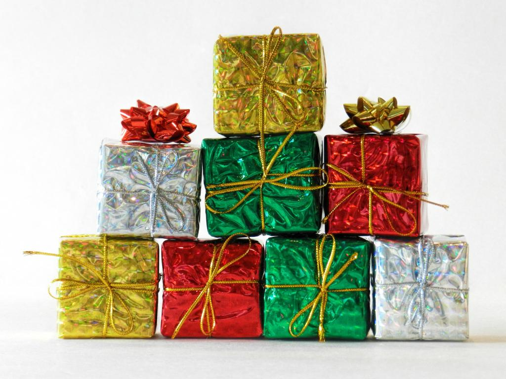 decorate your house for christmas inexpensive