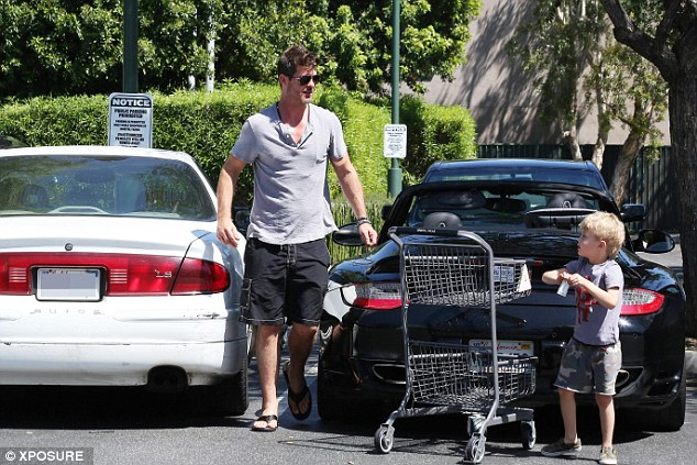 Off-duty dad: The popular R&B performer looked relaxed in a casual T-shirt, shorts and aviator sunglasses