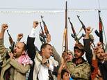 Supporters of the Shiite Huthi militia brandish their weapons in the Yemeni capital Sanaa on April 5, 2015 ©Mohammed Huwais (AFP/File)