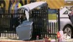 美通勤列車撞汽車 出軌釀21傷