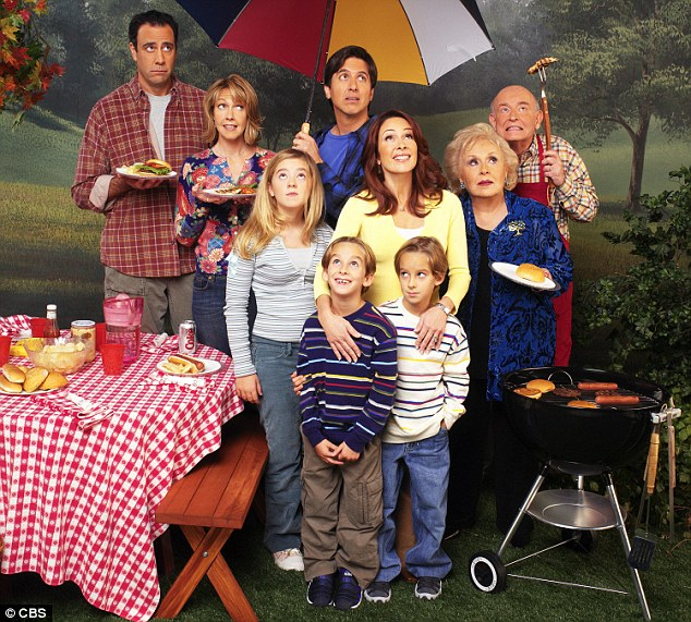 From left to right: Brad Garrett, Monica Horan, Madlyn Sweeten, Sawyer Sweeten, Sullivan Sweeten, Ray Romano, Patricia Heaton, Doris Roberts, Peter Boyle