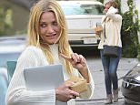 UK CLIENTS MUST CREDIT: AKM-GSI ONLY EXCLUSIVE: Cameron Diaz wears an oversized sweater to lunch at A.O.C. Restaurant in West Hollywood, California.  Pictured: Cameron Diaz Ref: SPL1006510  220415   EXCLUSIVE Picture by: AKM-GSI / Splash News