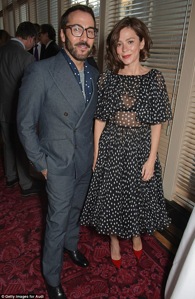 Looking good:At one point Anna could be seen chatting to the handsome Jeremy Piven, who also made a sharp sartorial decision - by wearing a textured grey suit