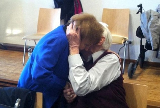 Moment Auschwitz survivor reached out to forgive SS Guard during his trial