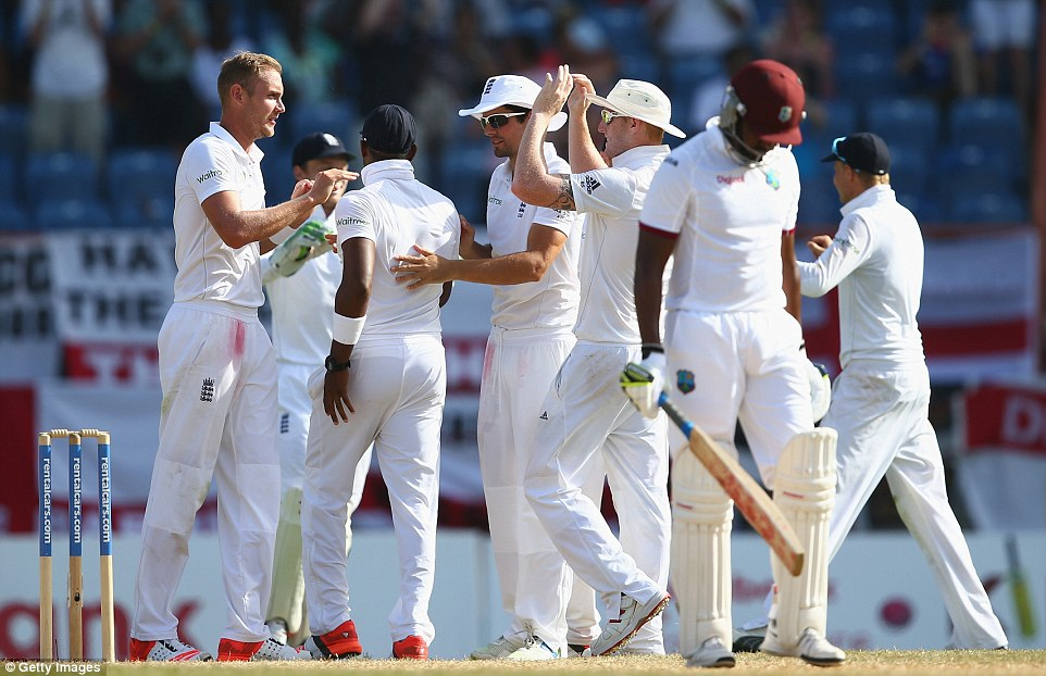 Broad eventually found England's second breakthrough of the day, removing Darren Bravo who edged a good delivery behind
