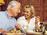 DAILY MAIL OFFER TWO FOR ONE TRADITIONAL PUB MEALS AT BREWERS FAYRE PUBLIC HOUSES,  COUPLE DINING POSED BY MODELS. PROMOTIONS...10/4/00   Scanned by PCD   photographer: agent