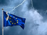 The European Union suffers from a crisis, visualised by the European flag struck by lightning during a storm. CFHGFF  europe, politics, business, currency, finance, inflation, investments, money, recession, lightning