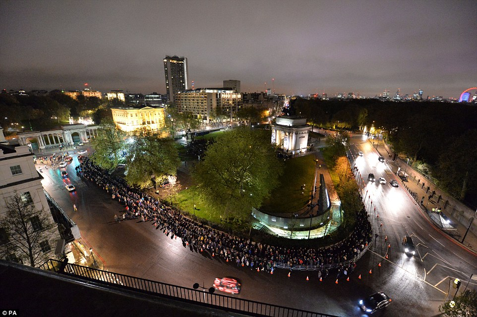 While the sky was still dark, hundreds were already gathering outside Wellington Arch to catch the beginning of the dawn ceremony