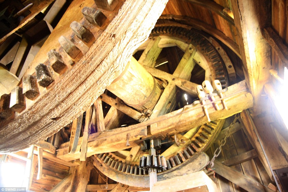 Mechanics: Outwood Mill has four spring sails controlled by elliptical springs, carried on a wooden Windshaft with a cast iron poll end. The mill drives two pairs of millstones and is winded by tailpole
