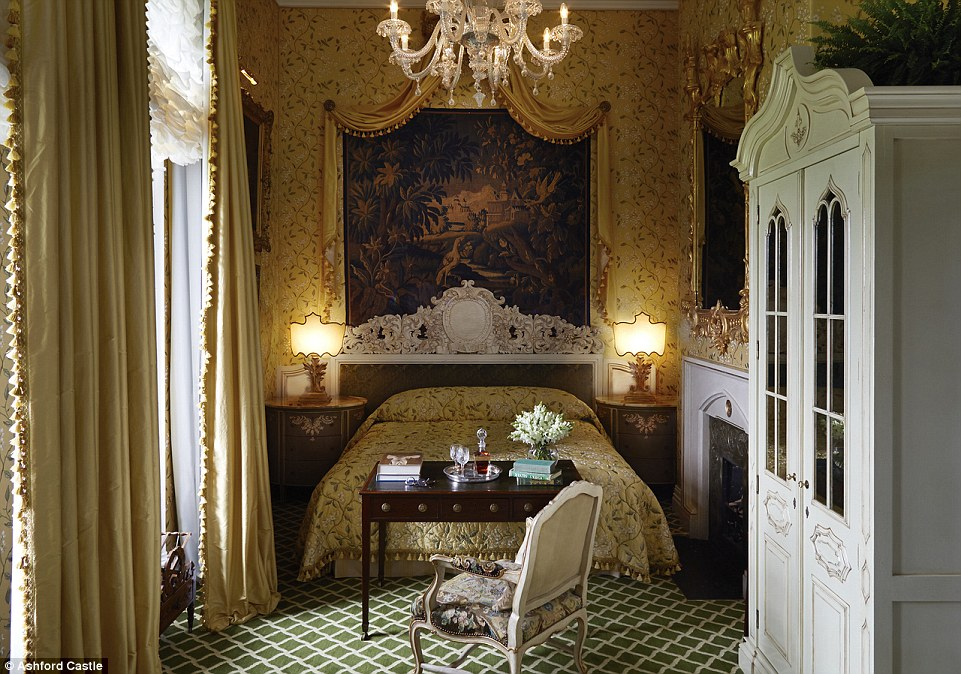Opulent: a Victorian Lakeview Deluxe room. Stars such asJohn Wayne,Maureen O'Hara,George V and US President Ronald Reagan have checked in over the years