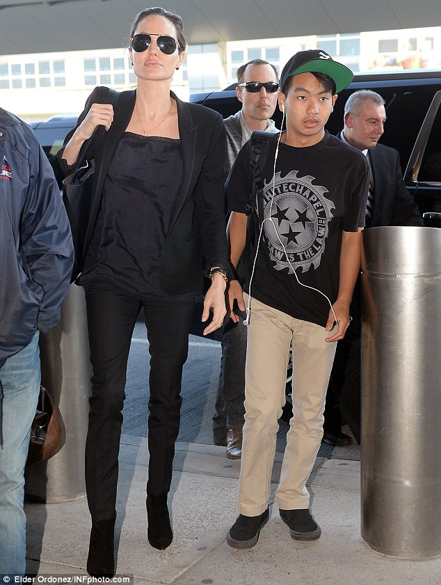 Travel style: Angelina kept it simple in a black blouse and black skinny jeans