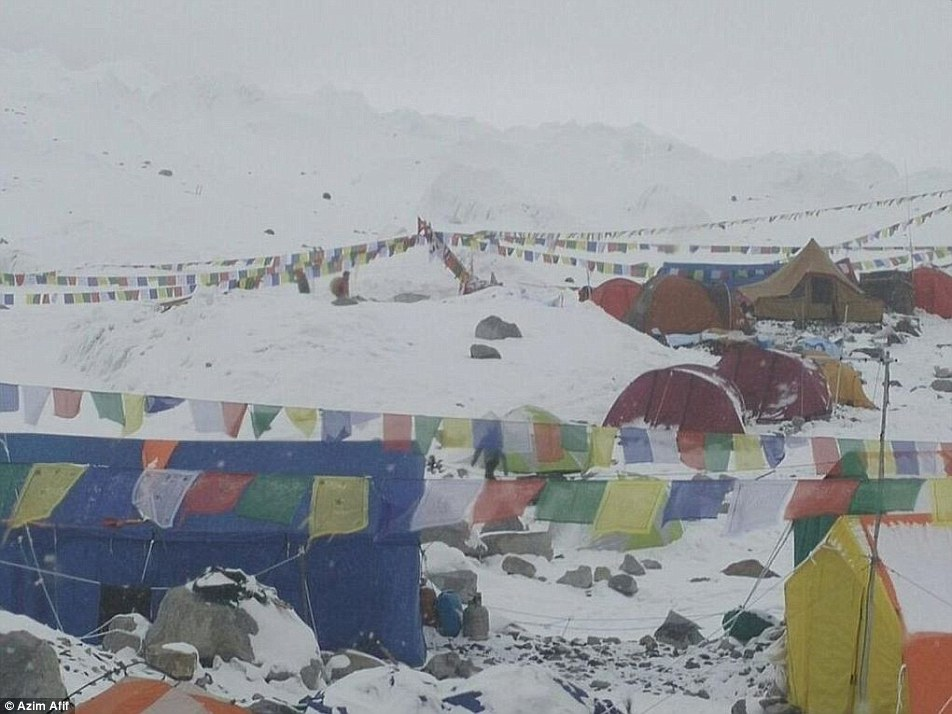 The avalanche was caused by a powerful 7.8 magnitude earthquake which struck Nepal and has claimed the lives of 2,500 people