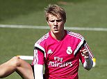 epa04723902 Real Madrid's German midfielder Toni Kroos (L) and Norwegian player Martin Odegaard (R) warm up during their team's training session at Valdebebas Sports Complex in Madrid, Spain, 28 April 2015. Real Madrid will face UD Almeria in the Spanish Primera Division soccer match on 29 April 2015.  EPA/JAVIER LIZON