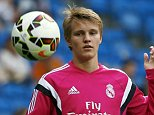 Real Madrid's Martin Odegaard controls the ball as he warms up before their Spanish first division soccer match against Almeria at Santiago Bernabeu stadium in Madrid, Spain, April 29, 2015.  REUTERS/Sergio Perez