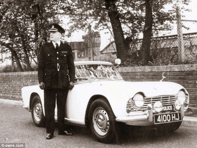 Unlike today's gaudy panda cars, the only police markings were a discreet sign on the front grille and a stop sign on the boot