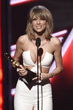 Billboard Music Awards 2015: Taylor Swift scoops eight awards and debuts star-studded Bad Blood video