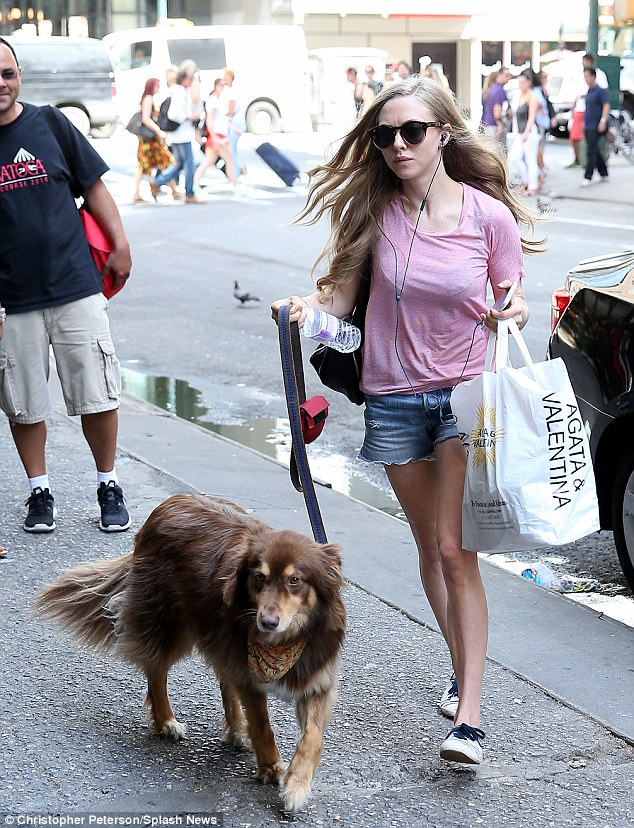 A quick bite before her matinee!The 29-year-old ingénue looked leggy in denim cut-offs as she carried a shopping bag from upscale food market Agata & Valentina