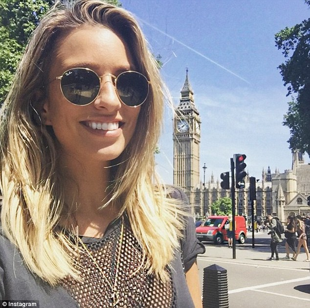In Londontown! The Australian beauty landed in London on Thursday and hit the ground running, taking in some sightseeing ahead of the Minions Premiere