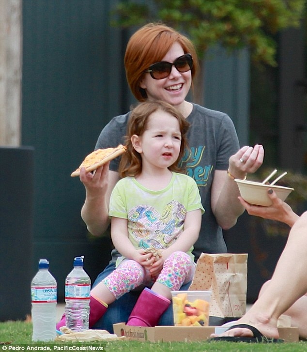 Caving in! Alyson Hannigan dug into pizza, fruit and other treats during a picnic with daughter Keeva, three, and a pal in Malibu, CA on Friday