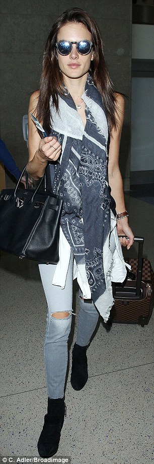 Adding on: Once inside the airport, Alessandra warmed up with a patterned grey scarf