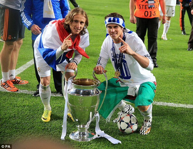 Luka Modric and Bale celebrate with the Champions League trophy following Madrid's La Decima