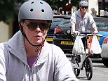 24.JUNE.2015 - LONDON - UK *EXCLUSIVE ALL ROUND PICTURES* NEW TOP GEAR PRESENTER CHRIS EVANS SWAPS HORSEPOWER FOR ELECTRIC POWER AS HE'S PICTURED OUT ON HI GOCYCLE ELECTRIC BIKE IN PRIMROSE HILL, NORTH LONDON! BYLINE MUST READ : XPOSUREPHOTOS.COM ***UK CLIENTS - PICTURES CONTAINING CHILDREN PLEASE PIXELATE FACE PRIOR TO PUBLICATION *** **UK CLIENTS MUST CALL PRIOR TO TV OR ONLINE USAGE PLEASE TELEPHONE 0208 344 2007**