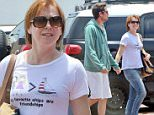 Alyson Hannigan with new hairdo hits Malibu for the 4th of July weekend.3 July 2015.X17online.com\\nOK FOR WEB SITE USAGE.\\nAny quieries please call Alasdair or Gary on office 0034 966 713 949/926 or mibile Gary 0034 686 421 720 or Alasdair on 0034 630 576 519